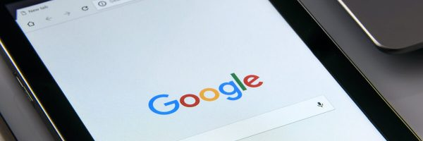 Ansicht eines Mobilgeräts mit der Google Suche